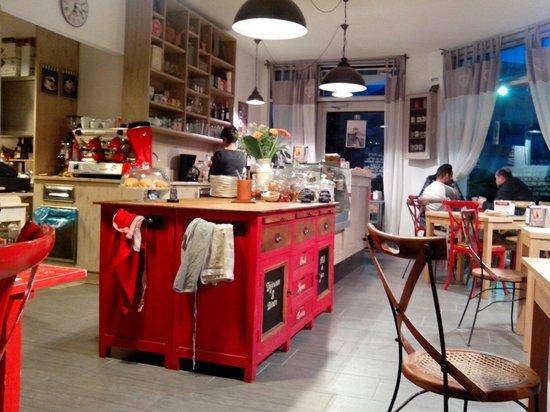 Interno bar foto di serendipity bistrot rovereto for Arredamento rovereto