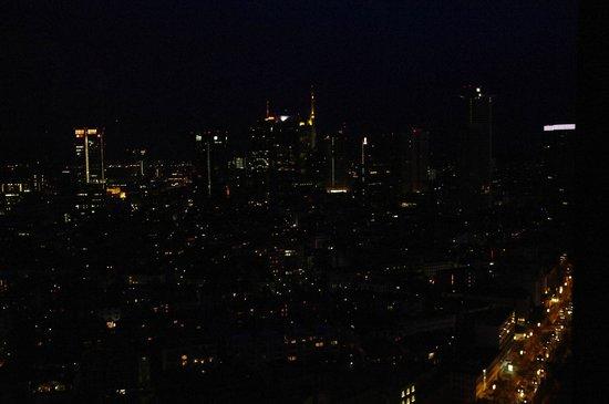 Frankfurt Marriott Hotel: Aussicht bei Nacht