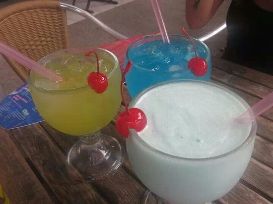 Day Off Beach Bar: Our drinks!