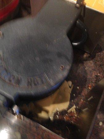 Hampton Inn Danbury: filthy waffel maker