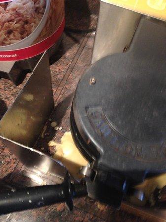 Hampton Inn Danbury: Waffel maker not cleaned