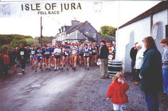 Isle of Jura Distillery: Fell race starting outside the distillery