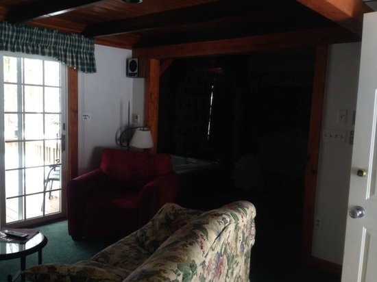 Crescent Lodge & Country Inn: dated musty furniture