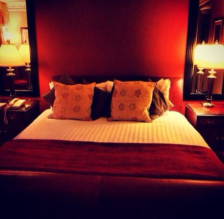 Ramside Hall Hotel, Golf & Spa: Massive bed
