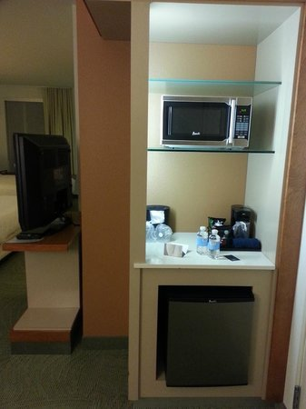 SpringHill Suites Salt Lake City Airport : The entryway with microwave and small fridge.