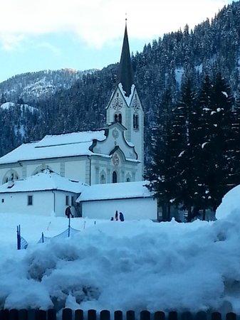 Albergo Villa Soreghina: La chiesa di San Vigilio