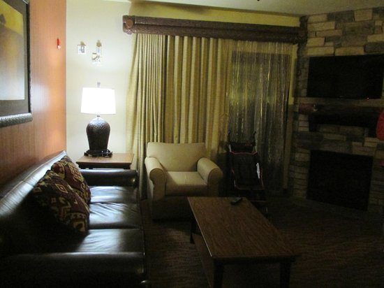 Wyndham Vacation Resorts at Glacier Canyon : Livingroom