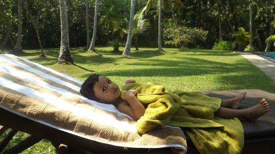 Suhada Villa: Sunbathing
