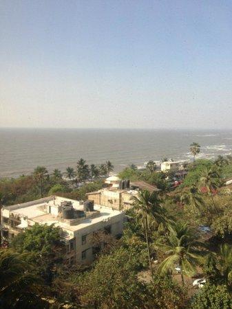 Taj Lands End : Seaview from hotel