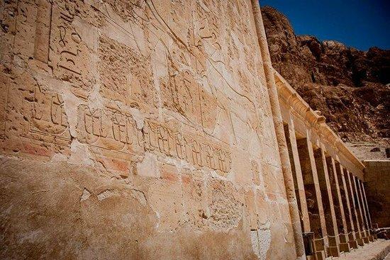 Templo funerario de Hatshepsut en Deir el Bahari: The temple walls