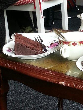 Mrs Green's Tea Lounge: A nice slice of cake :-)