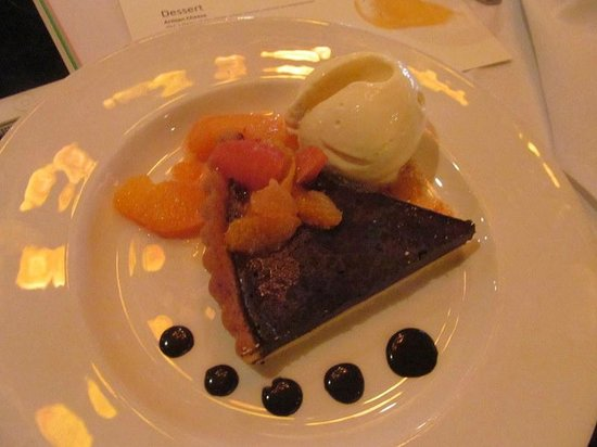 Marché: Chocolate tort with tangerine ice cream