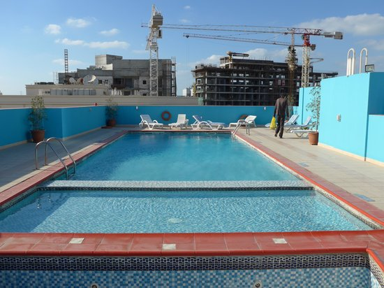 Richmond Hotel Apartments: pool on top