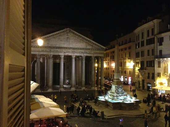Albergo del Sole Al Pantheon: view from the room, first floor overlooking piazza