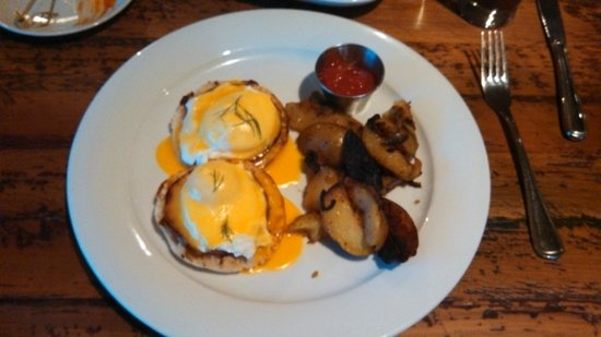 The Arlington: Arlington Eggs Benedict