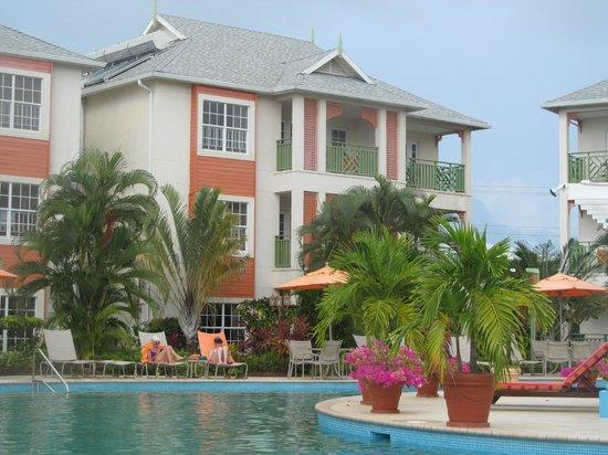 Bay Gardens Beach Resort: View from poolside