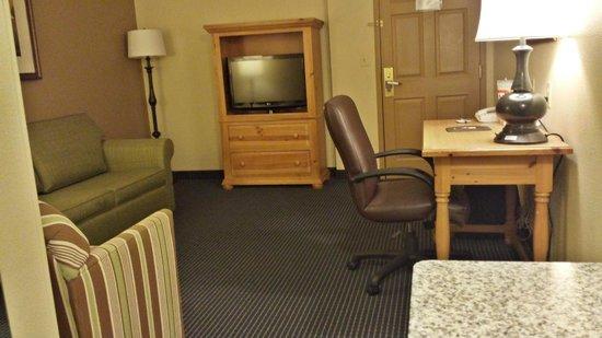 Comfort Inn & Suites Lithia Springs: Suite Rm 410 very spacious