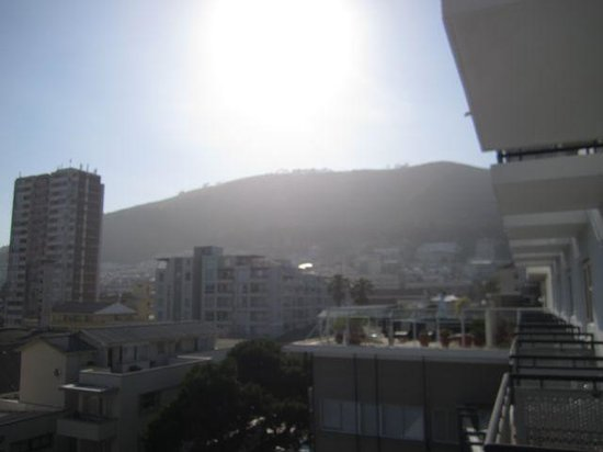 Protea Hotel by Marriott Cape Town Sea Point : mountain view