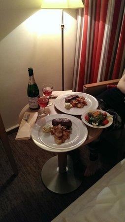 Parkhotel Schloss Hohenfeld: Diner met roomservice