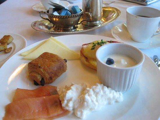 Hotel de l'ITHQ: déjeuner bon frais copieux