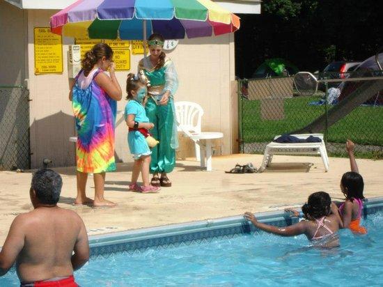 Deerpark / New York City NW KOA: Disney Fun at the Pool!