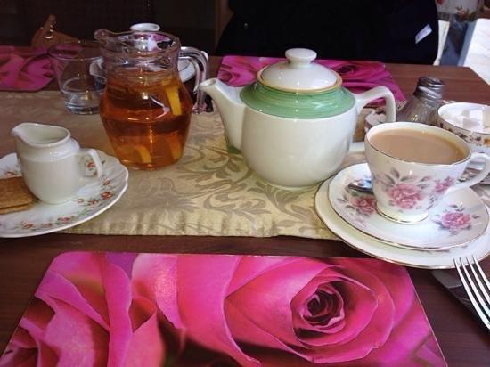 Blondies Twisted Tea Room: afternoon tea lovely:-)