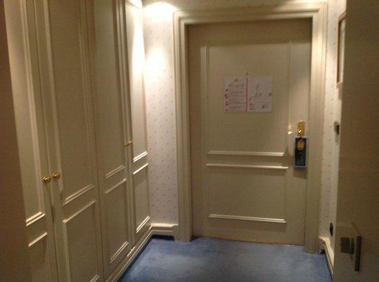 Bayerischer Hof Hotel: Vorzimmer