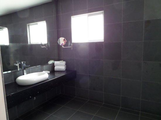 Shana By The Beach, Hotel Residence & Spa: Shana-bathroom