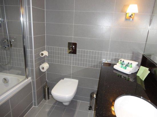 Lakeside Park Hotel & Spa: Bathroom