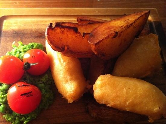 The Warehouse Cafe: vegetarian fish and chips, yummy :)