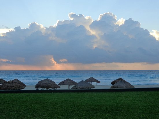 The Royal Islander All Suites Resort : Sunrise at Royal Islander