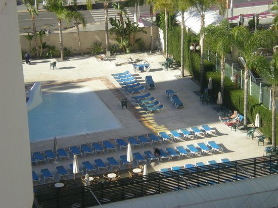 Hotel Rosamar: View of the pool from room 819