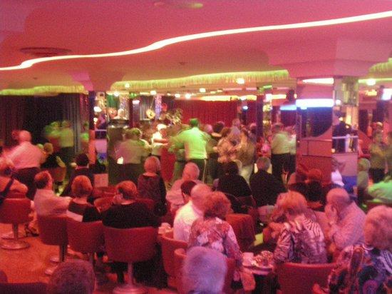 Hotel Rosamar: Night time entertainment. Spanish love to dance.