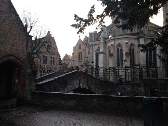 Guesthouse Bonifacius: Bonifacius Bridge, right next to B&B