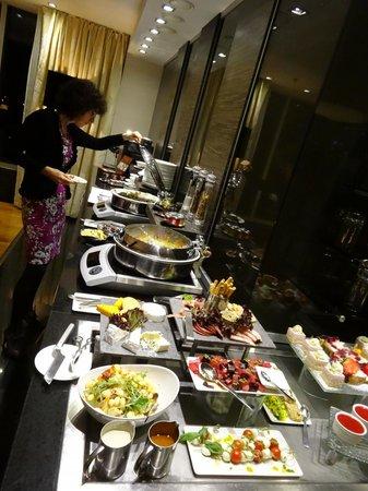Swissotel Tallinn: Executive lounge buffet