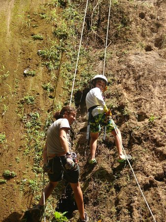 Da Flying Frog Canopy Tours : Rappeling with the guidance of Javier Baldovinos.