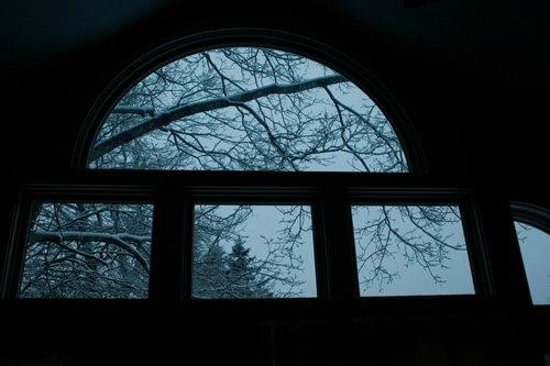 Camden Windward House : A view the windows, looking out onto the snow.