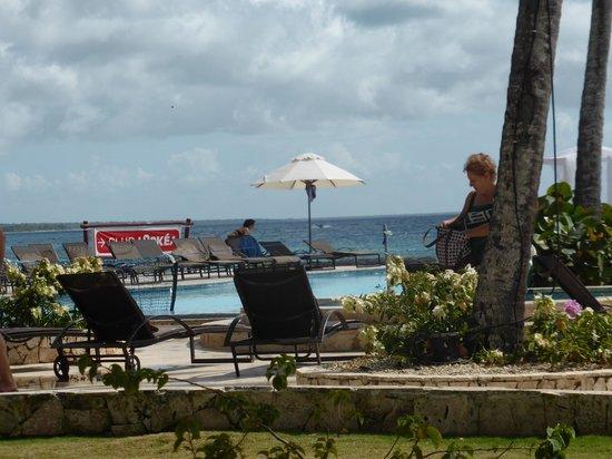 Dominicus Beach: piscine côté Francais
