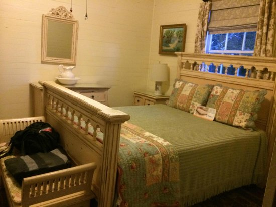 Oak Alley Plantation Restaurant & Inn : Bedroom in Cottage #4 with queen