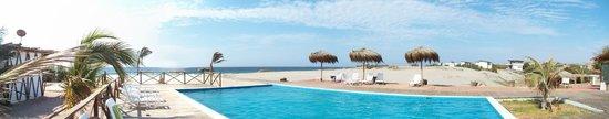 Vichayito, Peru: Piscina con vista al mar