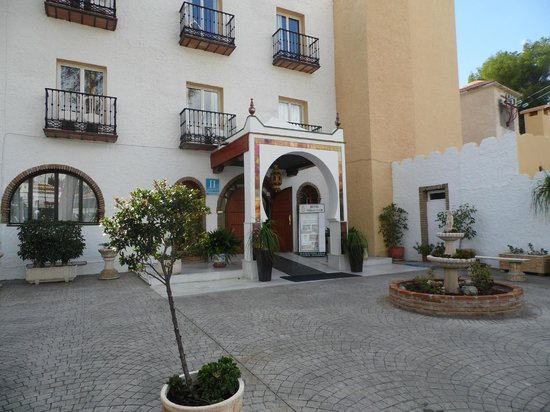 Nerja Club: Front of hotel