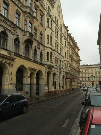 Hotel Drei Kronen: Hotelansicht von der Schleifmühlgasse