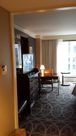 Omni Nashville Hotel: Loved the design in the rooms
