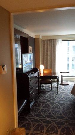 Omni Nashville Hotel: Loved the design in the rooms