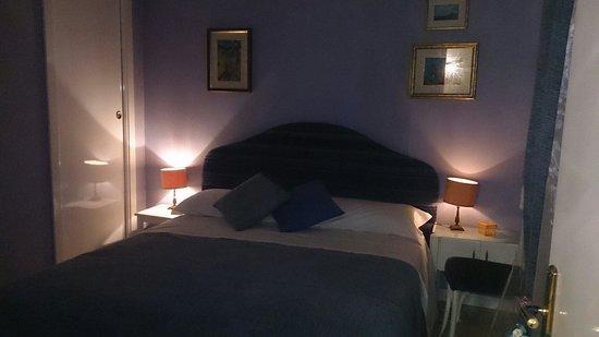Faceroom Bed and Breakfast : Camera Blu al nostro arrivo