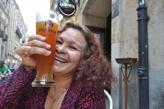 O'Hara's Irish Pub: Yo disfrutando una super Paulaner en Bar O´Haras en la bella Salamanca