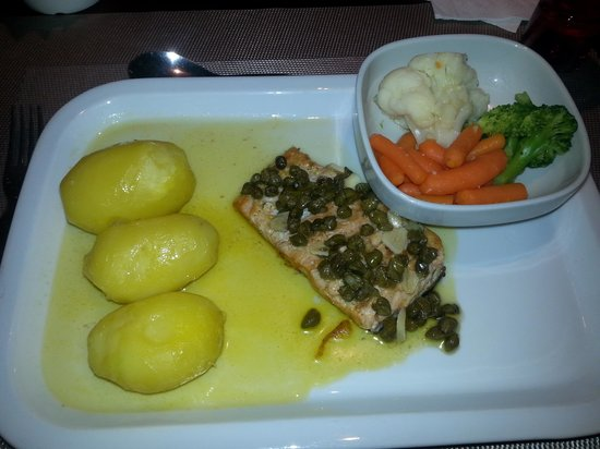 Albufeira Jardim - Apartamentos Turisticos: the salmon dinner again top cuisine