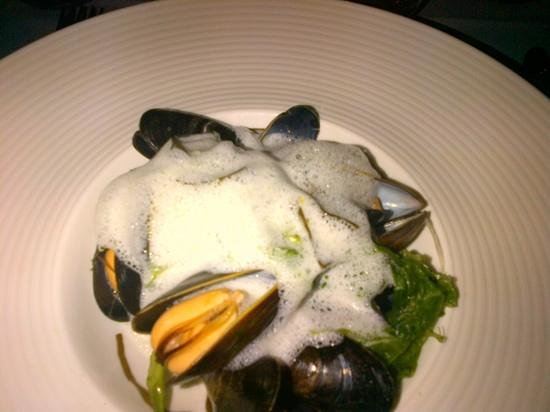 Malt Room: mussels with froth