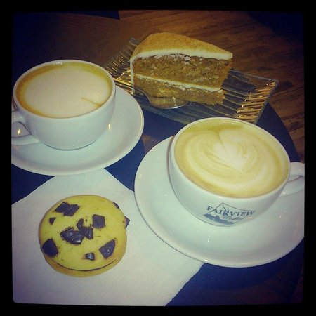 Fairview Coffee : Mocca blanc - woopies - carrot cake