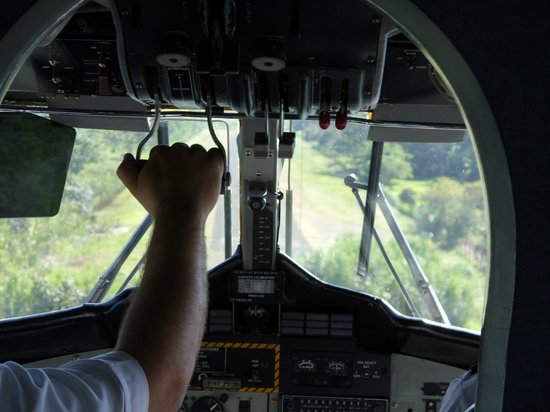 Vista Drake Lodge: View of the runway through the cockpit